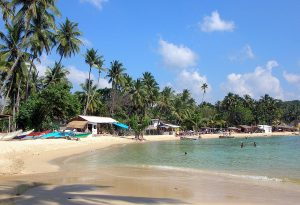 Unawatuna Beach, Sri Lanka | Photo Credit: Wikimedia Commons